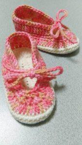 手編みのベビーシューズ