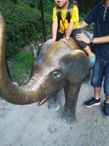 天王寺動物園のゾウの銅像