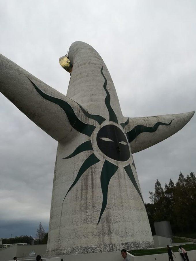太陽の塔の裏