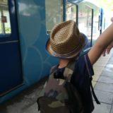 麦わら帽子の男の子