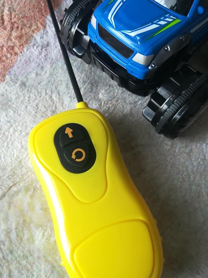 ラジコンカーのリモコン