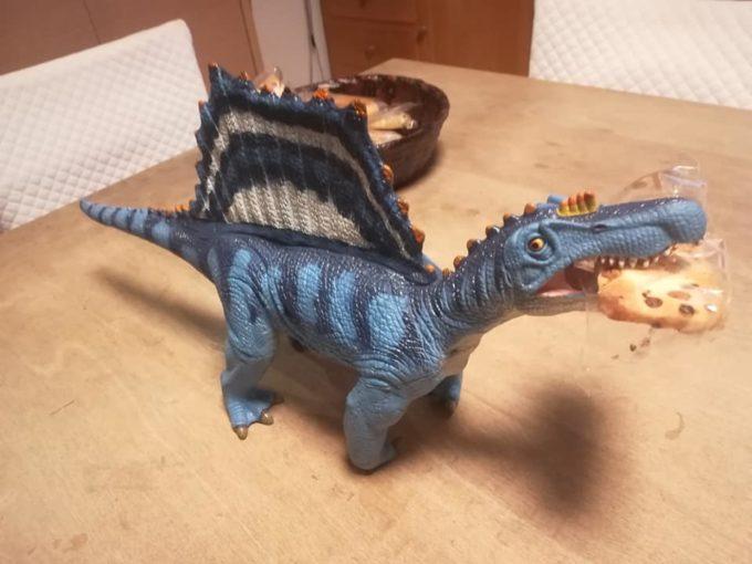 スピノサウルスの人形
