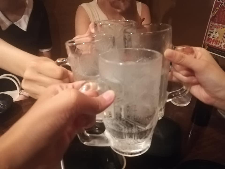 お水で乾杯