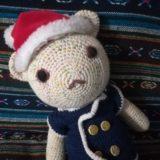 かぎ針編みのくまのサンタ
