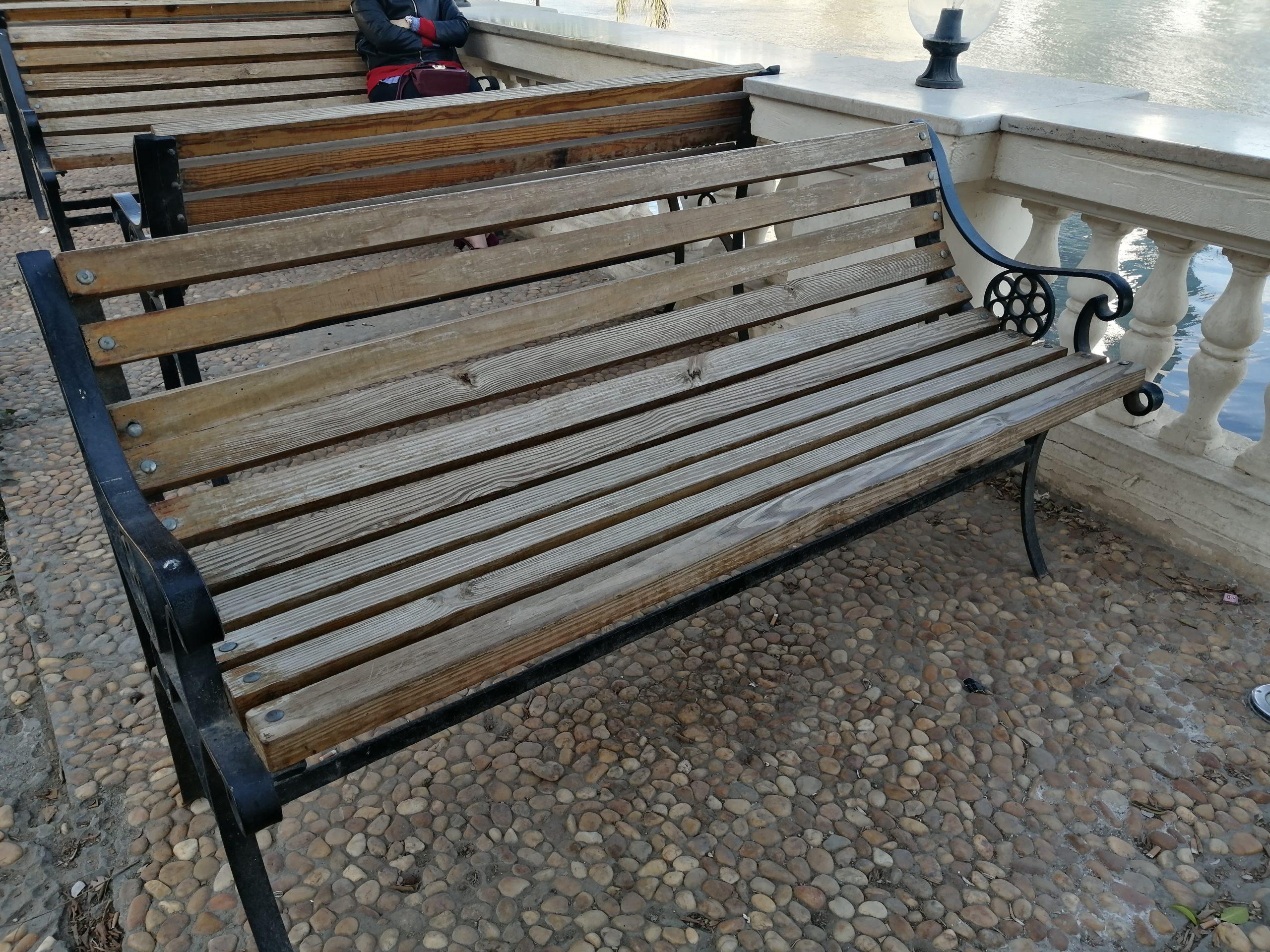 アシシャファーミー宮殿博物館のベンチ