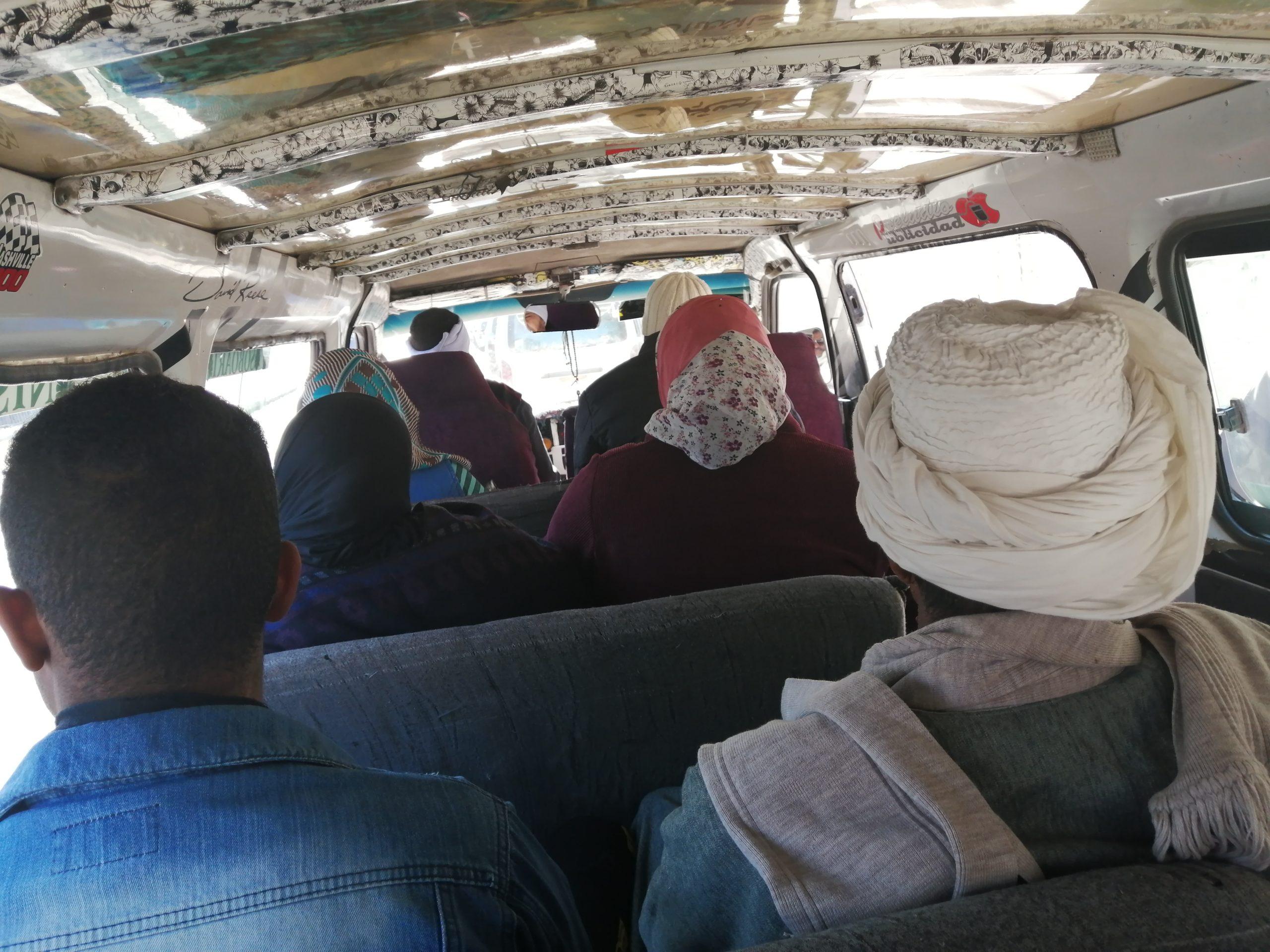 エジプトのミクロバスの中