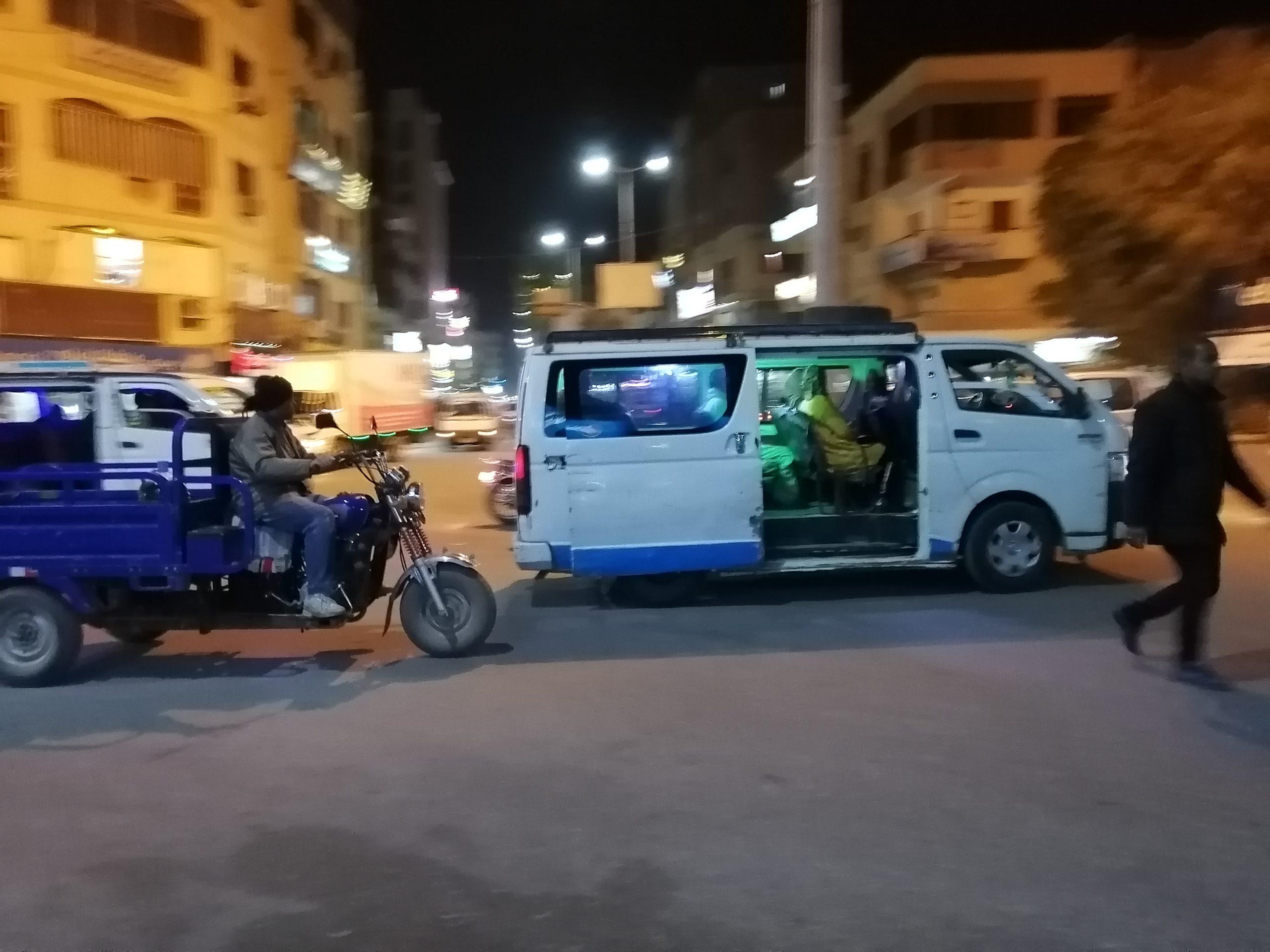 エジプトのマイクロバス