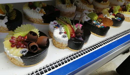 エジプトのケーキは大きくてド派手でとにかく甘い