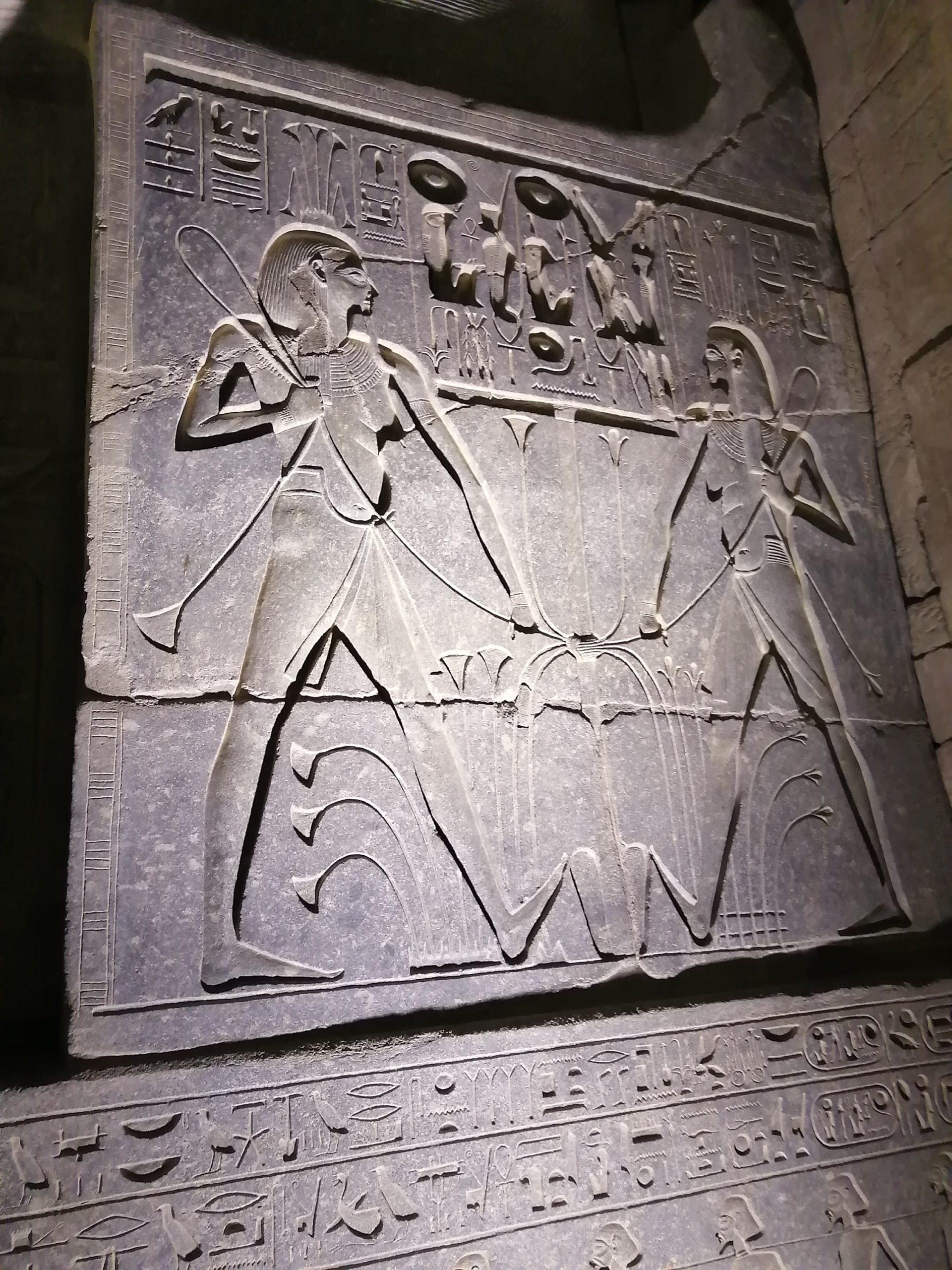ルクソール神殿のライトアップ