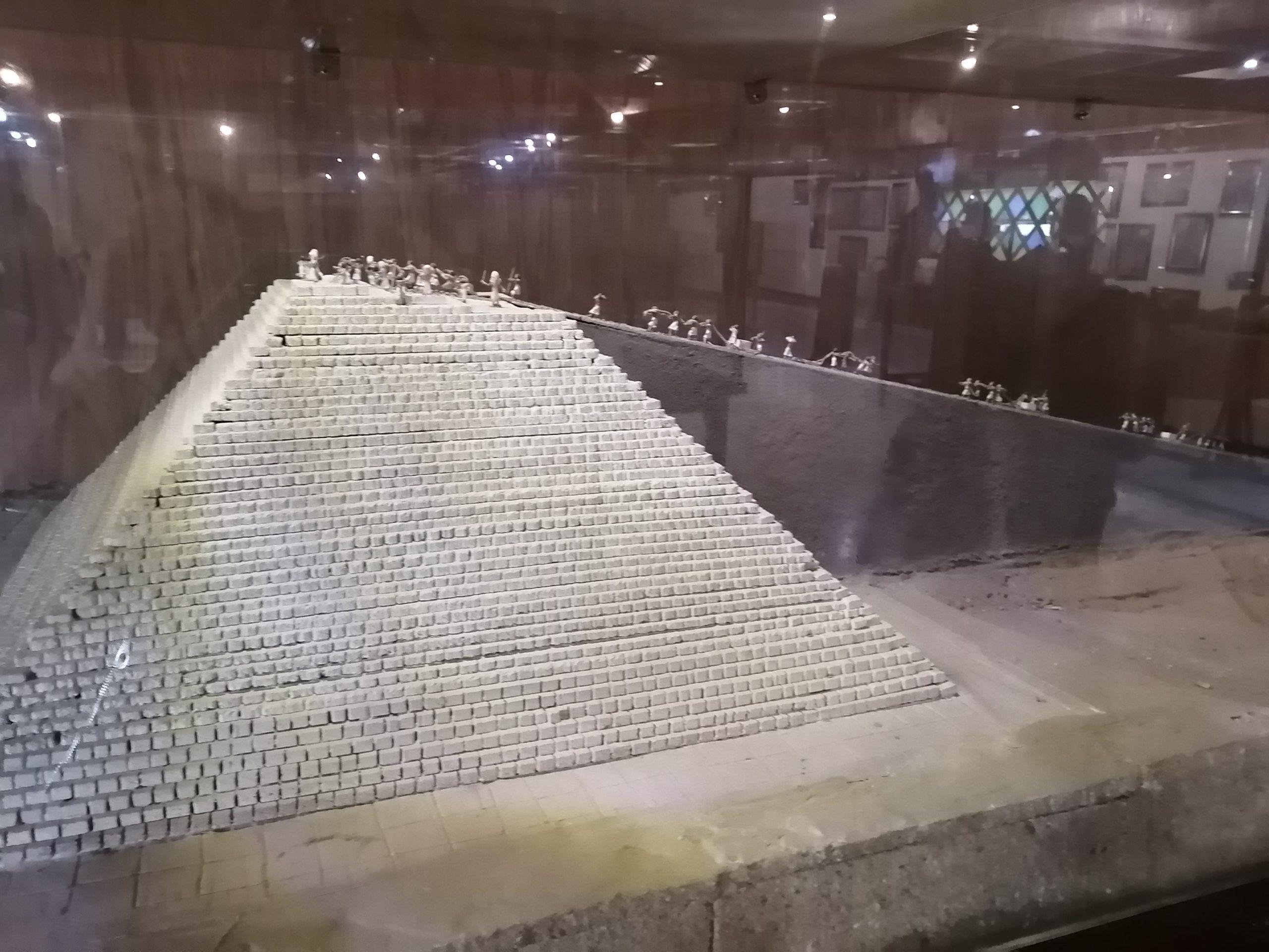 ファラオ村のピラミッドの作り方予想模型