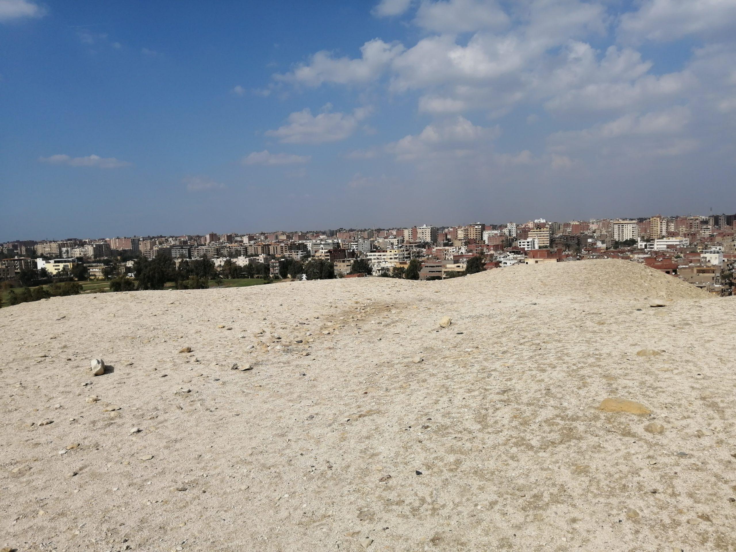 ギザのピラミッドから見える街