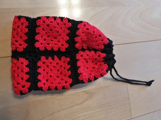 モチーフ編みの巾着