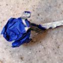 折り紙の青いバラ